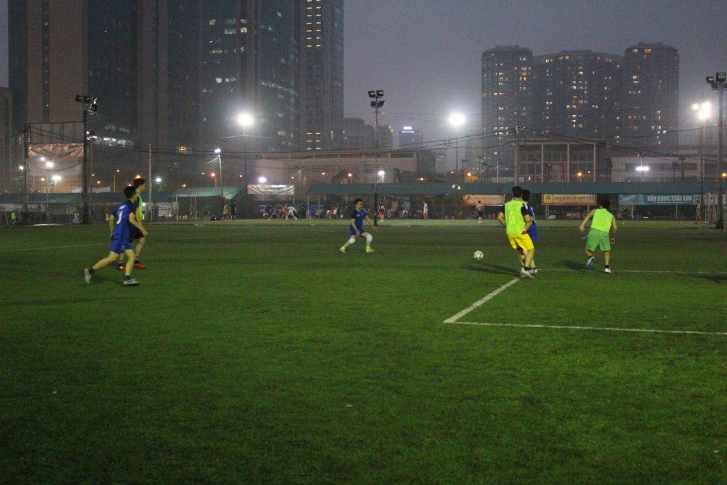 trận giao lưu bóng đá Zinca -Ngọc Bình